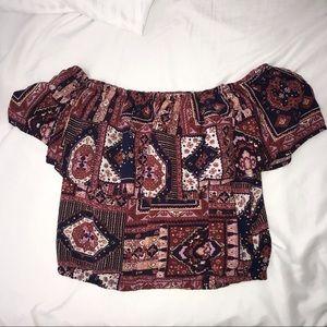 Cute & simple off the shoulder patterned crop top.